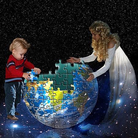 jovem e criança construindo o globo como um puzzle