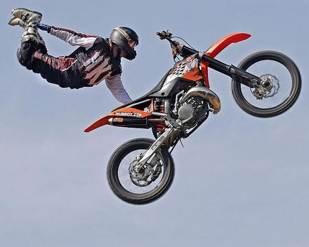 salto de mota no ar