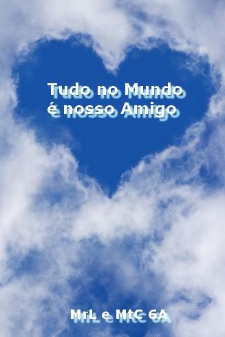 coração de nuvens no céu azul