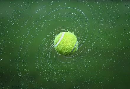 bola de ténis rodando como galáxia