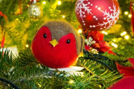 passarinho decorativo em árvore de natal