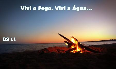 fogueira na praia ao amanhecer
