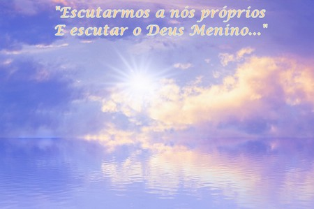 por do sol entre nuvens tons suaves: escutar-nos a nós próprios e escutar o Deus Menino...