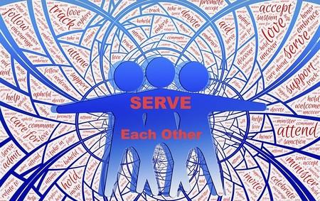 3 figuras abraçadas e de braços abertos: servi uns aos outros