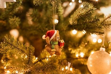 ursinho na árvore de Natal