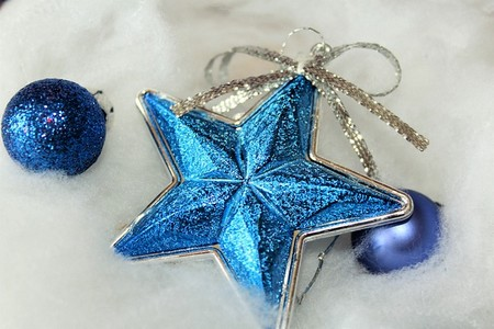 estrela azul, decorações de natal sobre algodão