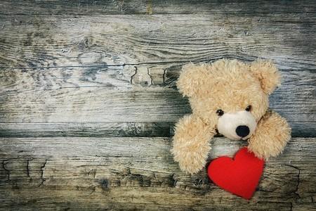 Ursinho de peluche e coração
