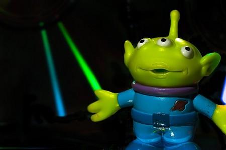 alien verde e sorridente